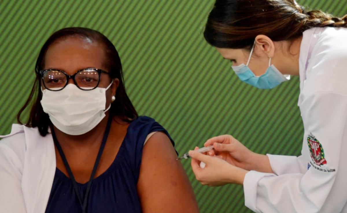 Brazil hiện là một trong những nước có chiến dịch tiêm chủng với tốc độ nhanh nhất thế giới. Ảnh:Folhapress