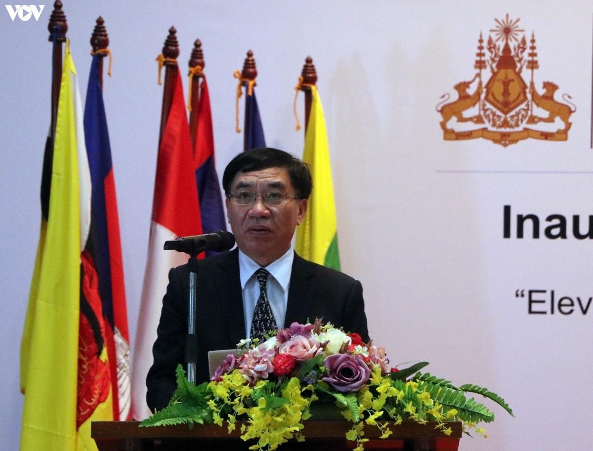 Ông Lại Xuân Chiến, Đại biện Việt Nam tại Campuchia.