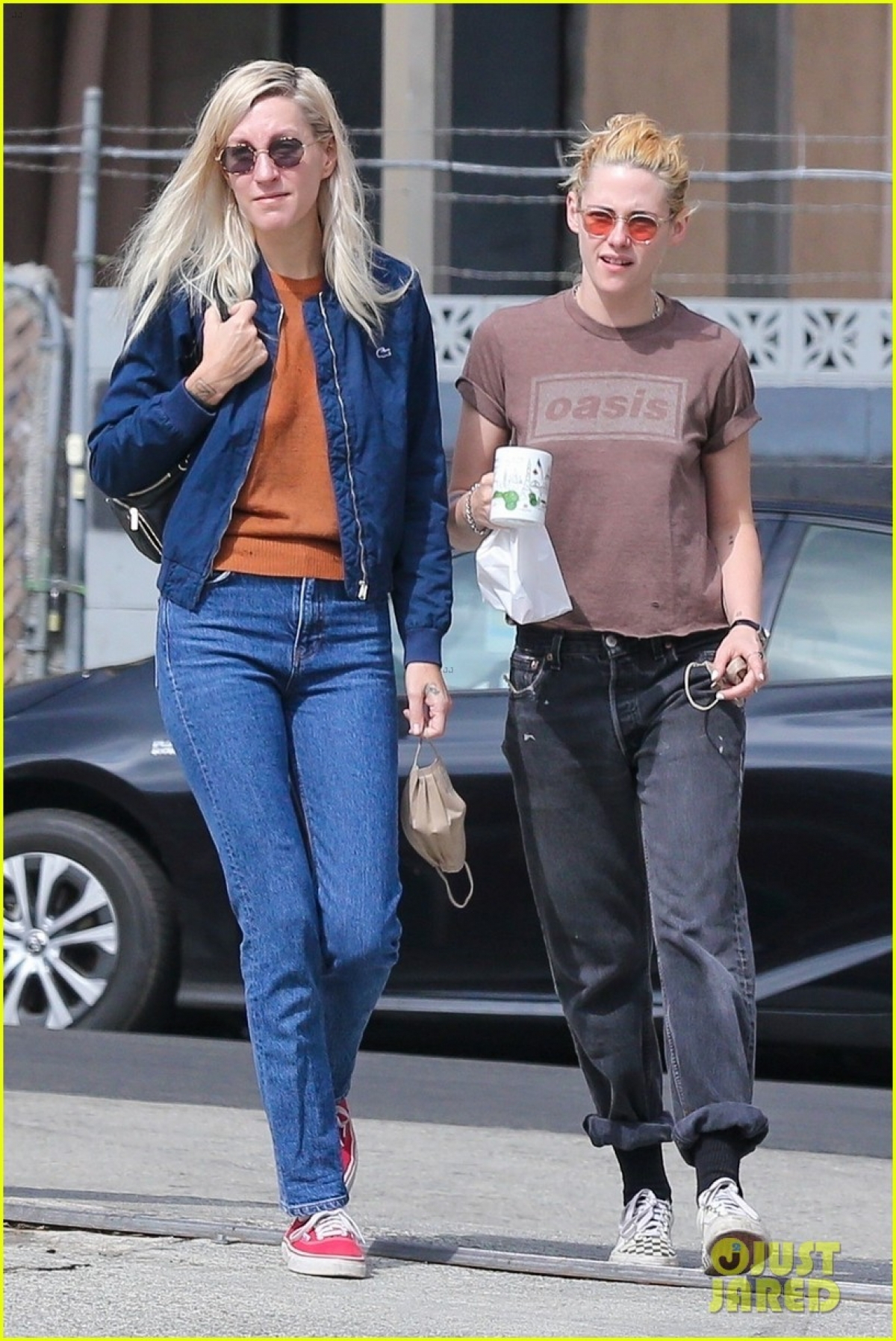 Mối quan hệ của Kristen Stewart và nhà biên kịch Dylan Meyer ngày càng sâu sắc.
