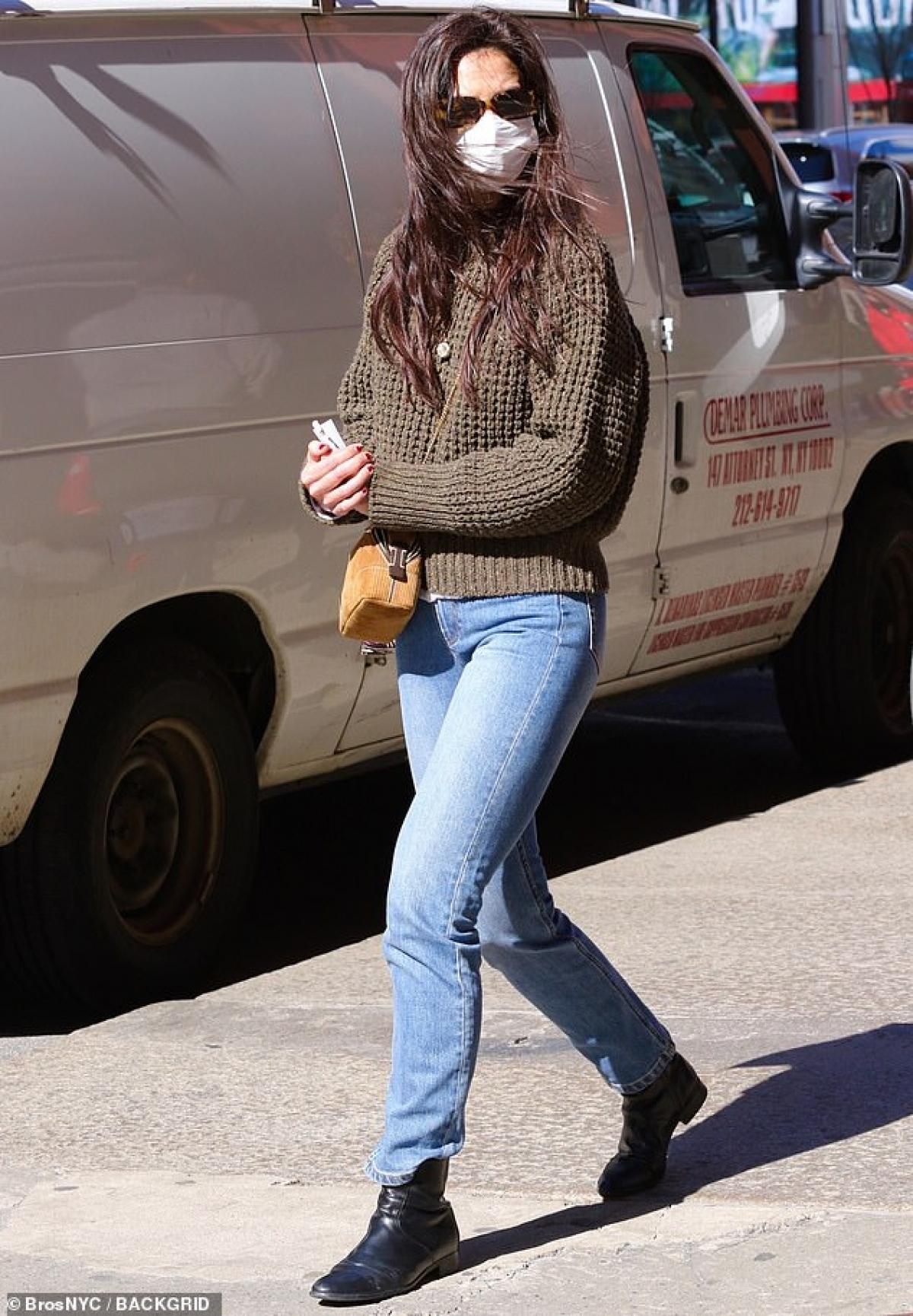 Theo nguồn tin trên Us Weekly, đại diện của Katie Holmes xác nhận nữ diễn viên và bạn trai Emilio Vitolo Jr đã chia tay sau vài tháng hẹn hò.