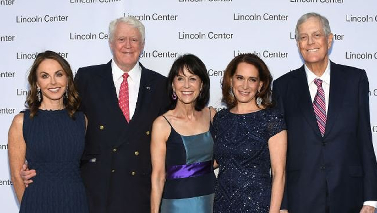 Vị trí tiếp theo thuộc về gia đình Kochs, với khối tài sản 124,4 tỷ USD. Các thành viên của gia đình hiện Kochs làm chủ tập đoàn Koch Industries, hoạt động trong lĩnh vực sản xuất, kinh doanh, đầu tư, lọc dầu, hóa chất, sợi nhân tạo và nhựa.