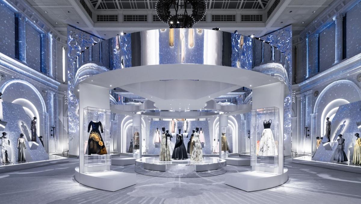 """Triển lãm """"Christian Dior: Nhà thiết kế của những giấc mơ"""""""