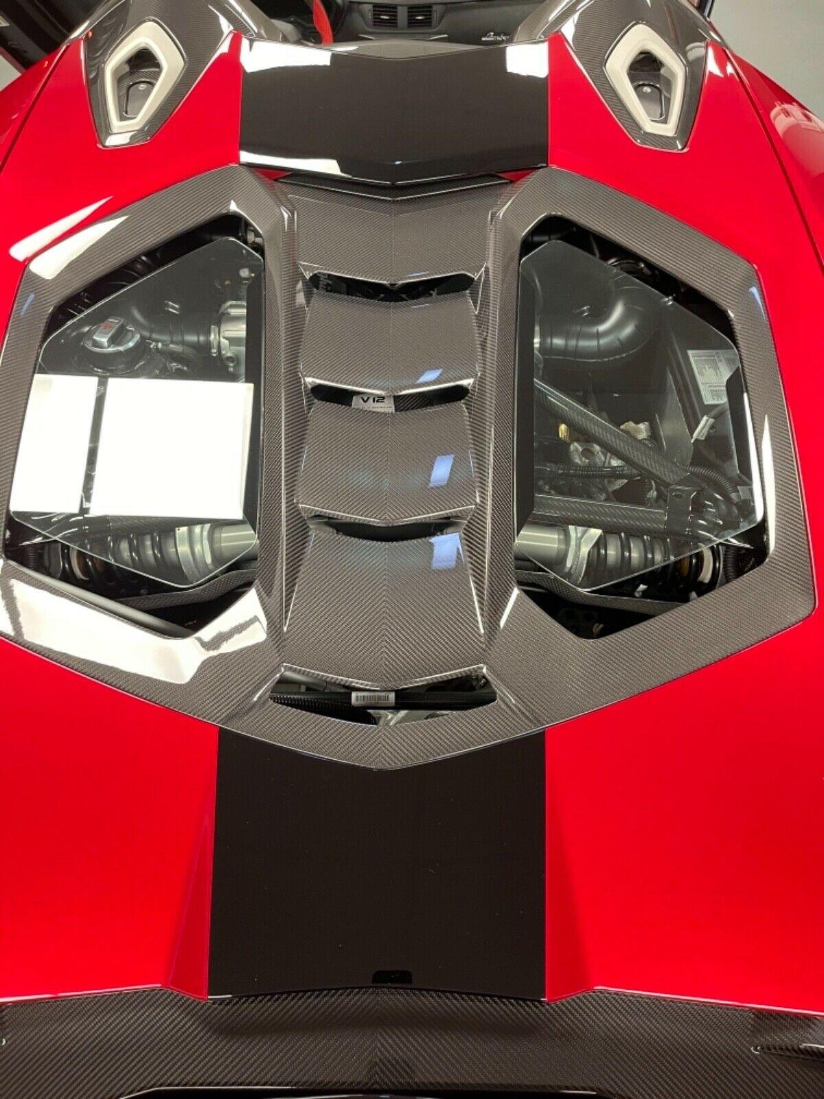 Lamborghini Centenario vẫn được trang bị động cơ V12 hút khí tự nhiên, dung tích 6.5 lít nhưng được tinh chỉnh cho ra công suất cực đại 770 mã lực cùng 690 Nm mô-men xoắn.