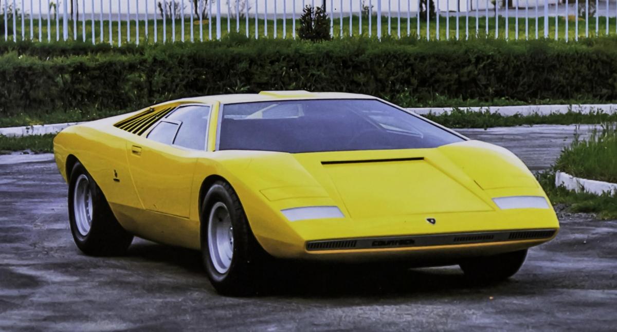 Nguyên mẫu Lamborghini Countach ra mắt năm 1971.