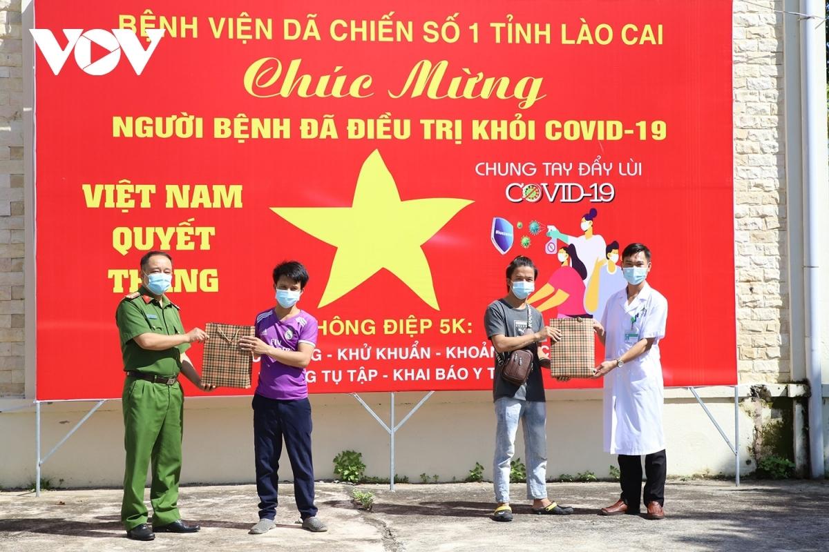 Chúc mừng 2 bệnh nhân mắc COVID-19 cuối cùng của Lào Cai được ra viện.