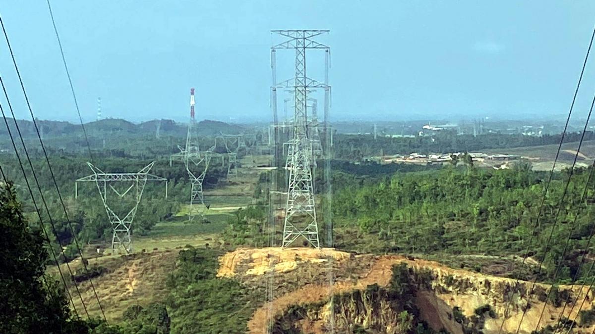 Hệ thống lưới truyền tải không đáp ứng được nên nguồn năng lượng tái tạo phải tiết giảm công suất. Ảnh minh họa: KT