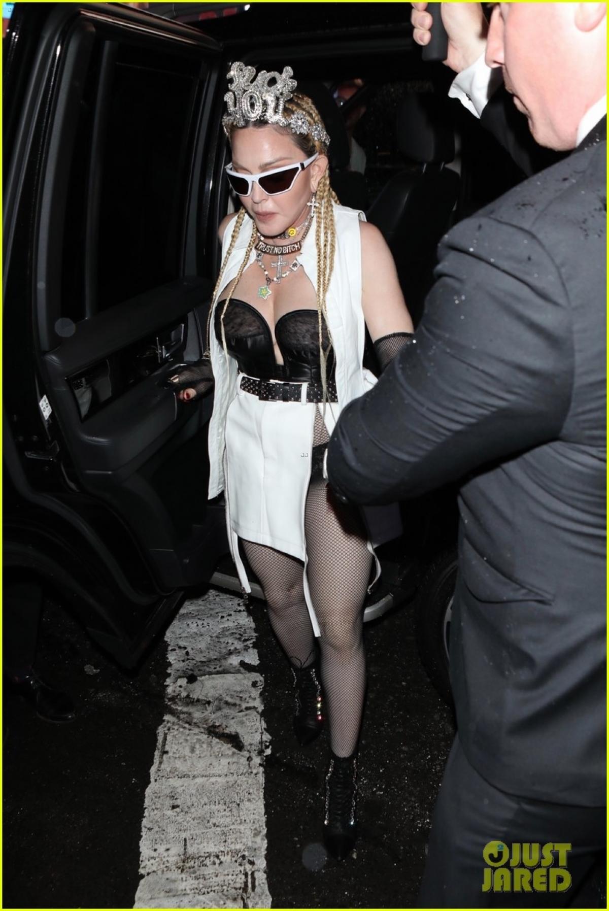 """Madonna được bạn trai Ahlamalik Williams tháp tùng đến dự ra mắt phim âm nhạc của cô mang tên """"Madame X"""" ở New York (Mỹ) mới đây."""
