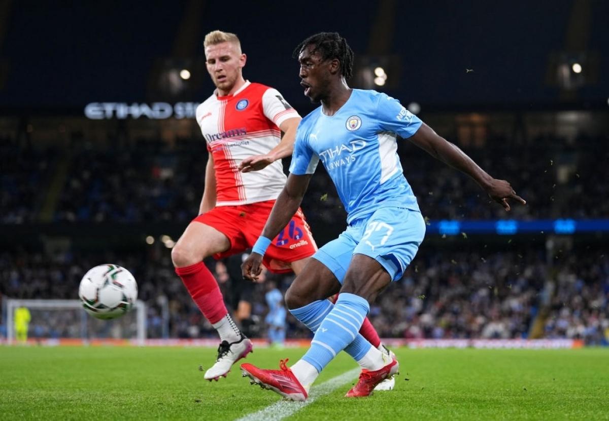 Hậu vệ Wilson-Esbrand đóng góp 1 kiến tạo trong ngày ra mắt Man City. (Ảnh: Getty).