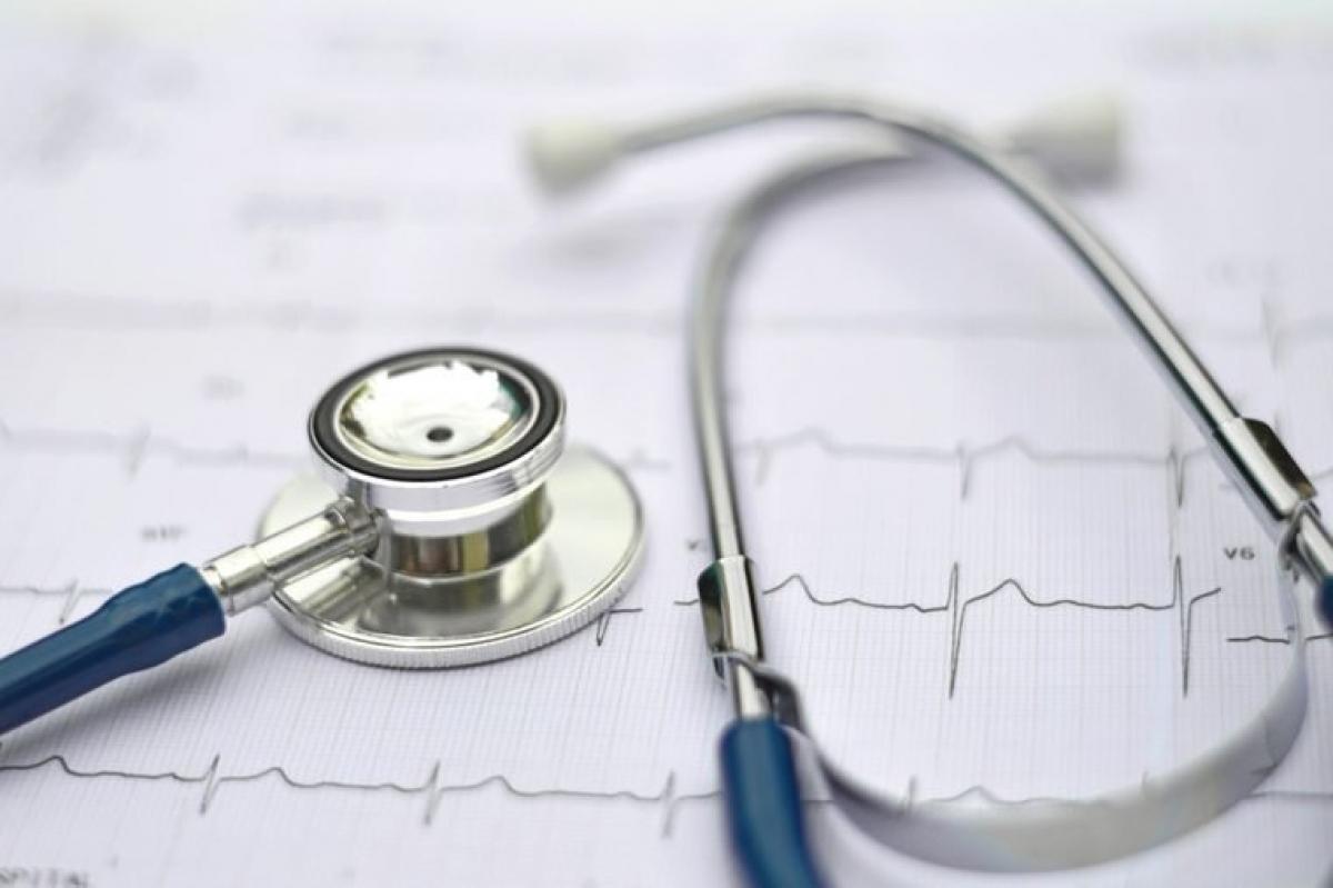 Nguy cơ mắc các bệnh tim mạch: Một lợi ích sức khỏe nữa của chất xơ bên cạnh việc cải thiện tiêu hóa là chất này ngăn cơ thể hấp thụ cholesterol, qua đó bảo vệ trái tim của bạn. Nếu bạn thường xuyên ăn thịt đỏ và thịt chế biến sẵn (như xúc xích, thịt xông khói) mà lại ít ăn các thực phẩm từ thực vật, nguy cơ mắc bệnh tim mạch của bạn là rất cao. Các loại thịt trên đều giàu chất béo hòa tan, chất này đã được chứng minh có thể làm tăng hàm lượng cholesterol LDL gây bệnh tim mạch.