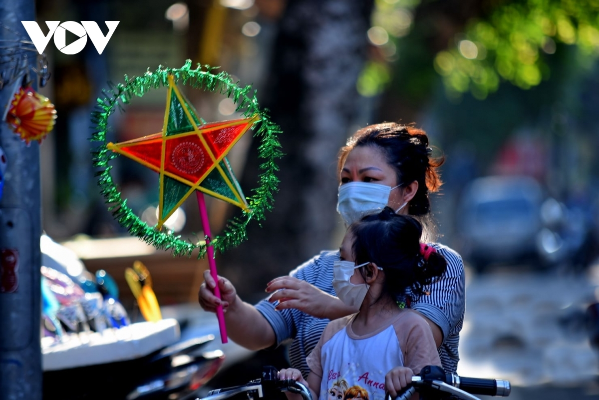 This year the complicated developments of the COVID-19 outbreak has forced many localities, including Hanoi capital, to impose social distancing in an attempt to halt the spread of the virus.