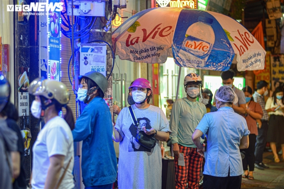 Customers follow the Health Ministry's 5K message, including wearing face masks and keeping a two-metre safe distance from each other for COVID-19 combat.