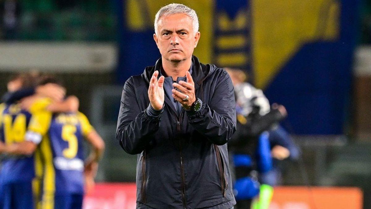 Jose Mourinho nhận thất bại đầu tiên ở Serie A mùa này. (Ảnh: Getty)