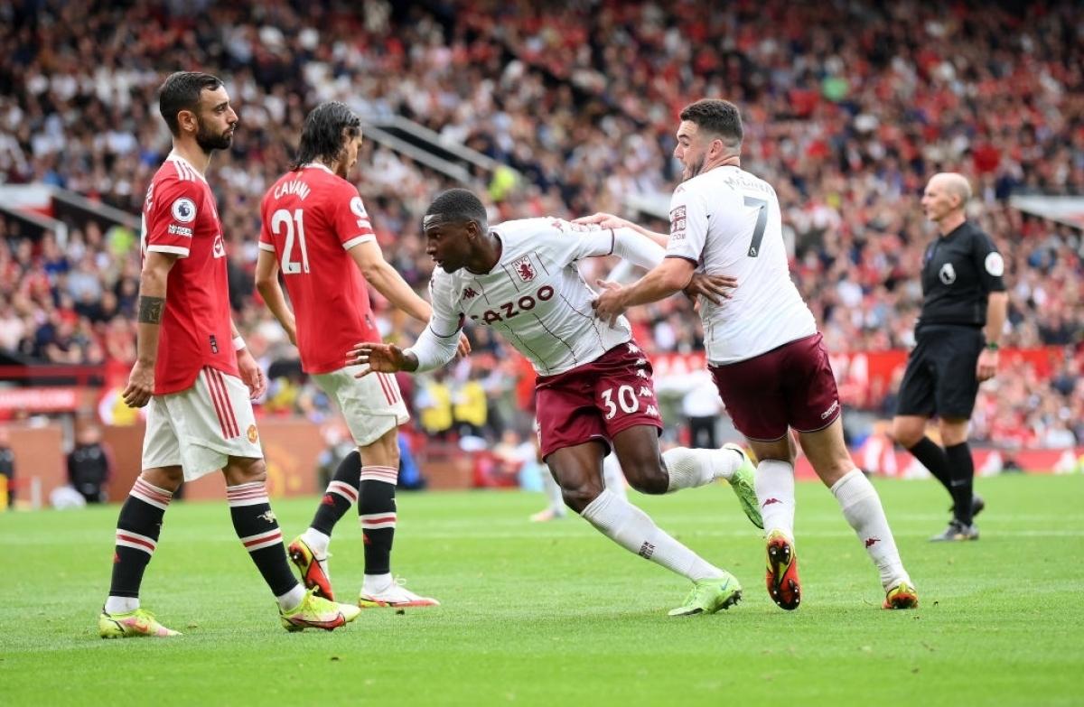 Kortney Hause giúp Aston Villa giành chiến thắng 1-0 trước MU. (Ảnh: Reuters)