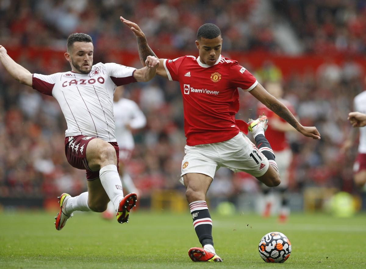 Cú sút của Greenwood không thắng được thủ môn Aston Villa. (Ảnh: Reuters)