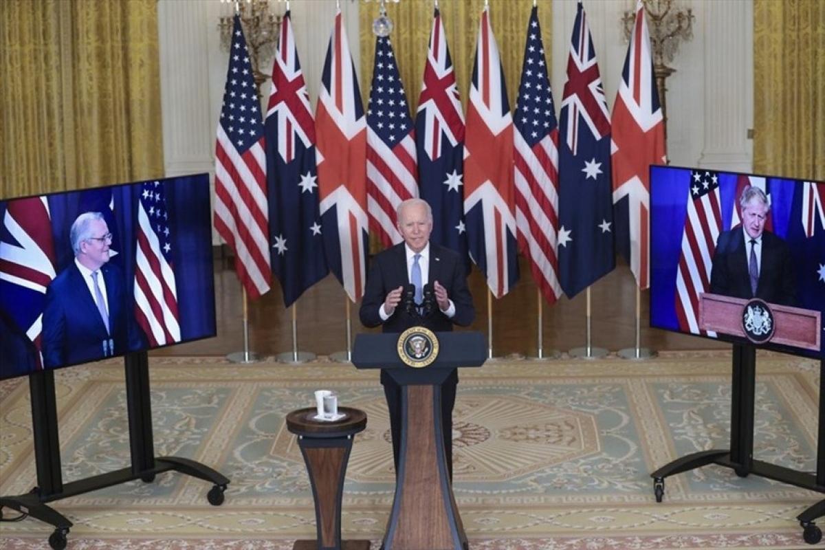 Tổng thống Mỹ Joe Biden, Thủ tướng Anh Boris Johnson và Thủ tướng Australia cùng nhau thông báo thành lập liên minh mới hôm 15/9. Ảnh: AFP
