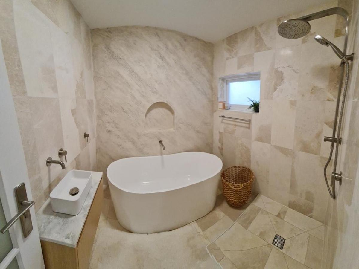 Phòng tắm sang trọng là không gian thư giãn hàng ngày của gia chủ./.
