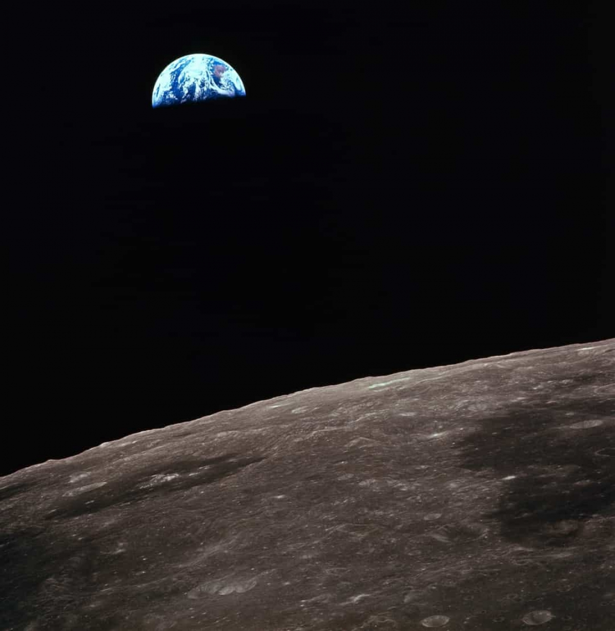 Mặt Trăng có thể giúp ước tính tuổi của các hành tinh khác. DoMặt Trăng có lớp vỏ được bảo vệ tốt nên nó cho phép nghiên cứu độ tuổi của các bề mặt khác nhau và có thể sử dụng dữ liệu để ước tính tuổi của các hành tinh khác trong Hệ Mặt Trời.