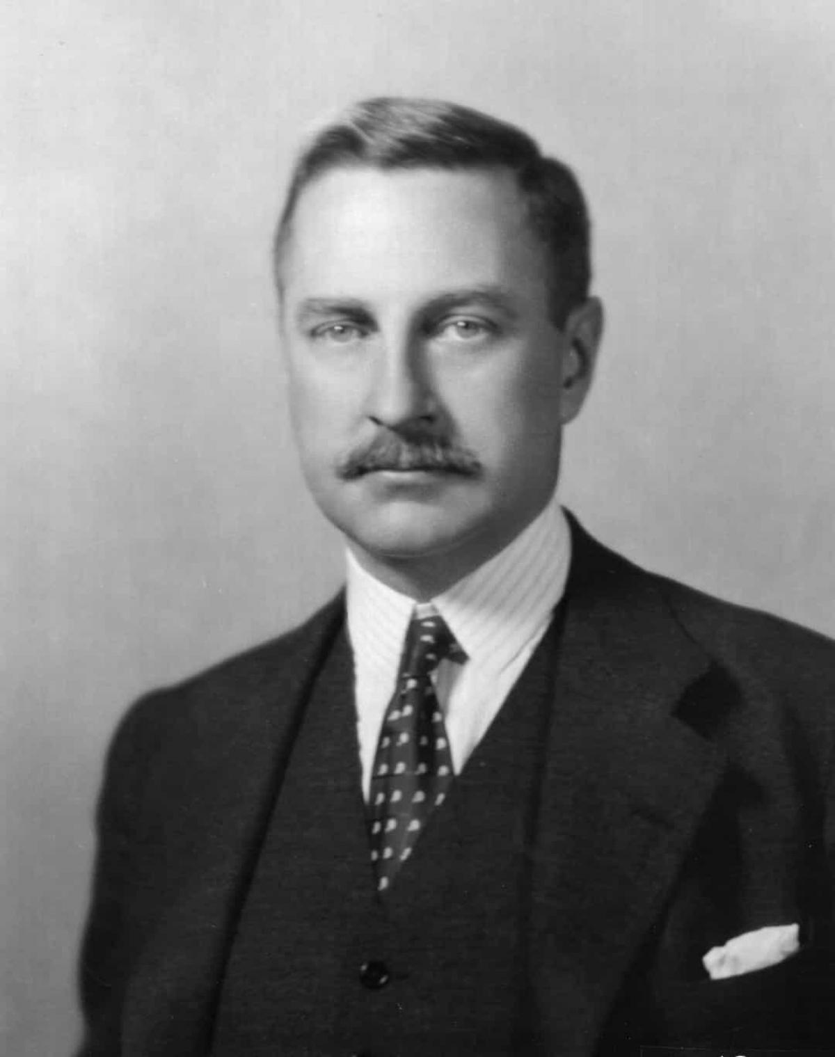 7 năm sau, ông Aldrich (trong ảnh) đứng đầu một dự án nhằm tạo ra một triển lãm thương mại ở New York, nhưng ý tưởng này đã bị bác bỏ khi một giải pháp thay thế khả thi hơn xuất hiện.Tuy nhiên, cháu trai của Aldrich, David Rockefeller, vẫn quyết tâm giữ ý tưởng của chú mình. Là thành viên của một trong những gia đình giàu có nhất ở New York, Rockefeller có khả năng biến ý tưởng về Trung tâm Thương mại Thế giới thành hiện thực.