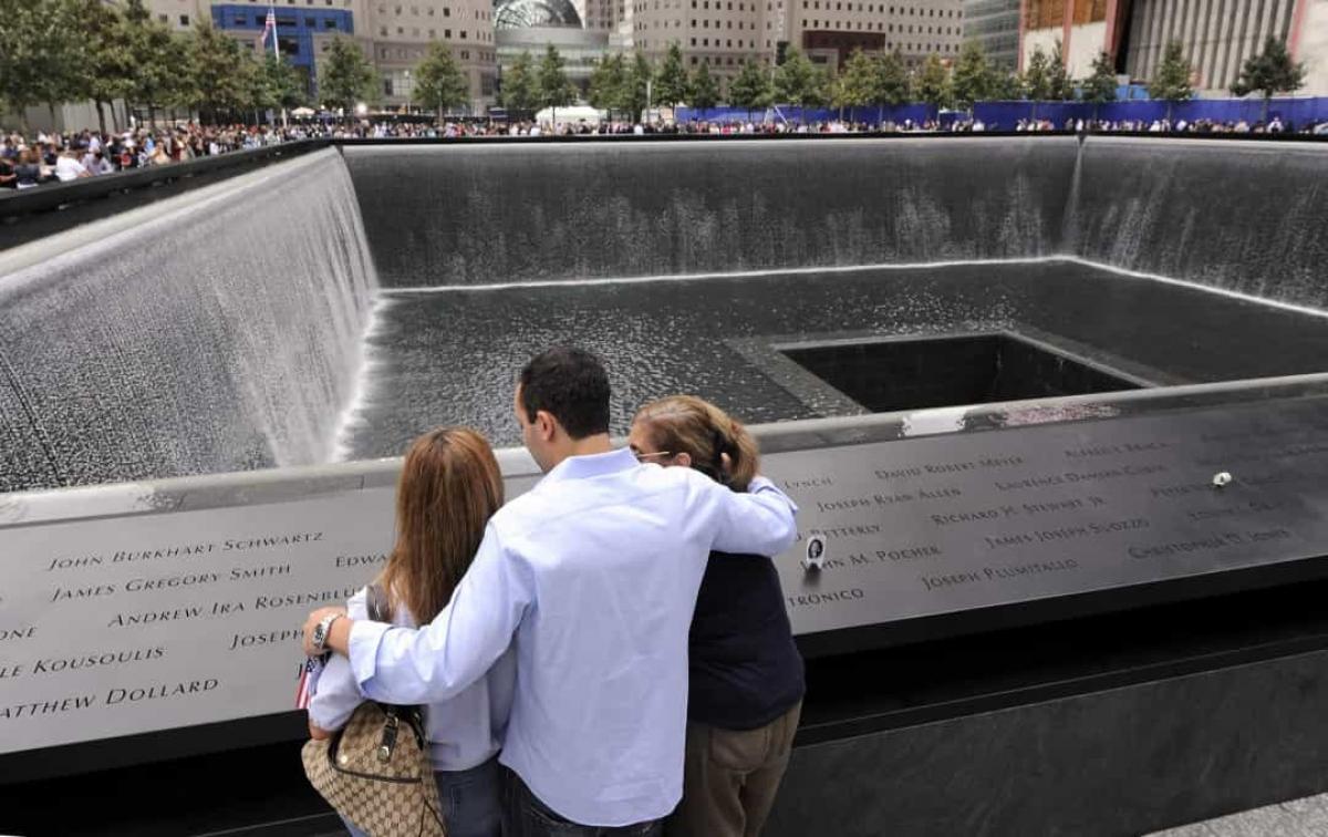 Khu tưởng niệm các nạn nhân trong vụ khủng bố nhằm vào Trung tâm Thương mại Thế giới được khai trương vào năm 2011.