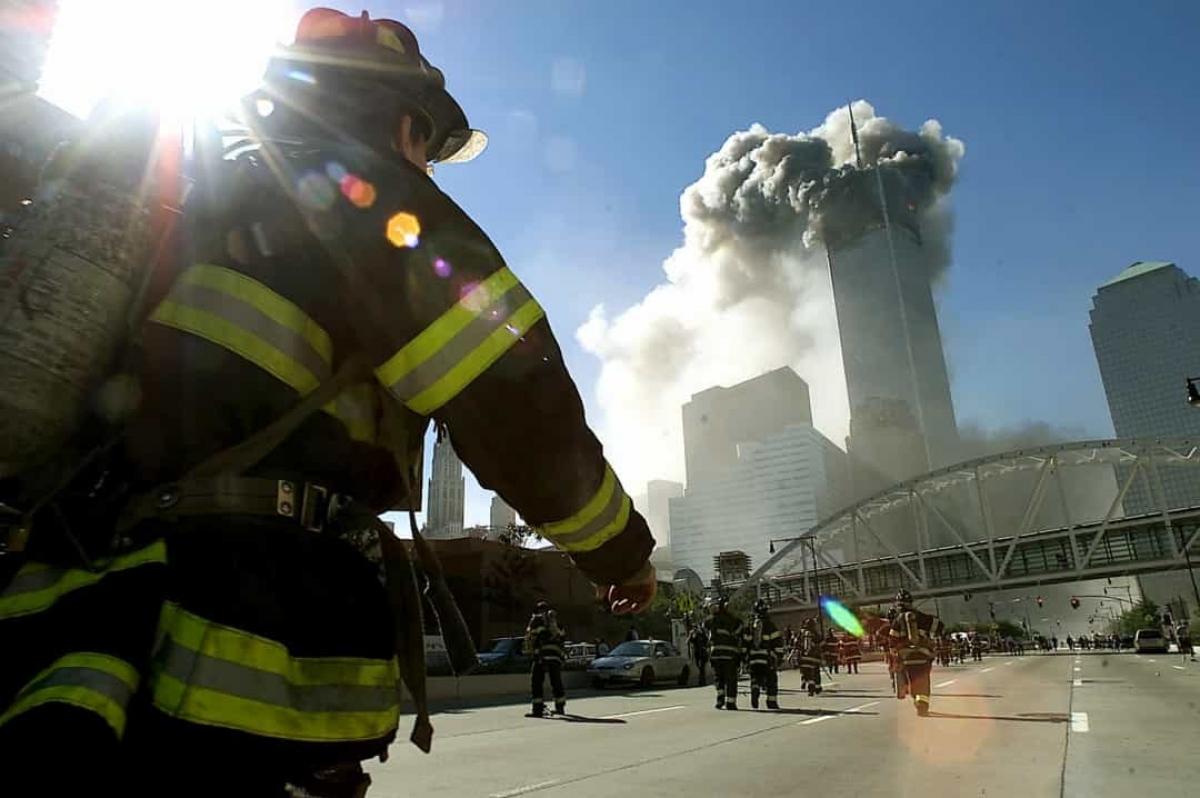 Vào ngày 11/9/2001, một thảm kịch nữa lại xảy ratại Trung tâm Thương mại Thế giới.Bốn máy bay thương mại bị những kẻ khủng bố khống chế đã đâm vào các mục tiêu, trong đó có tòa tháp đôi của Trung tâm Thương mại thế giới ở thành phố New York. Gần 3.000 người đã thiệt mạng sau vụ tấn công, 400 người trong số đó là cảnh sát và lính cứu hỏa.