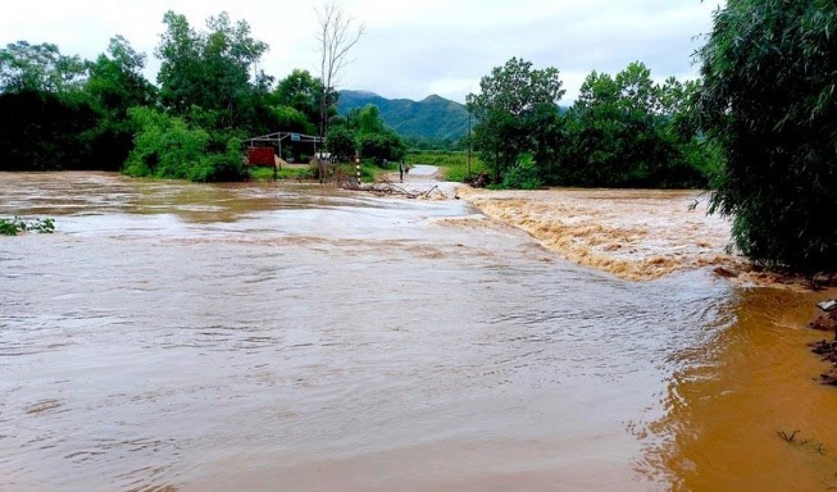 Một số xã ở huyện Thanh Chương bị chia cắt sau mưa lớn.
