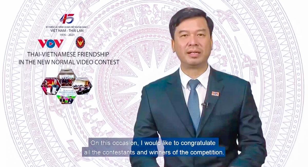 Ông Ngô Minh Hiển – Phó Tổng Giám đốc Đài Tiếng nói Việt Namphát biểu tại lễ trao giải trực tuyến.Ảnh cắt từ video.