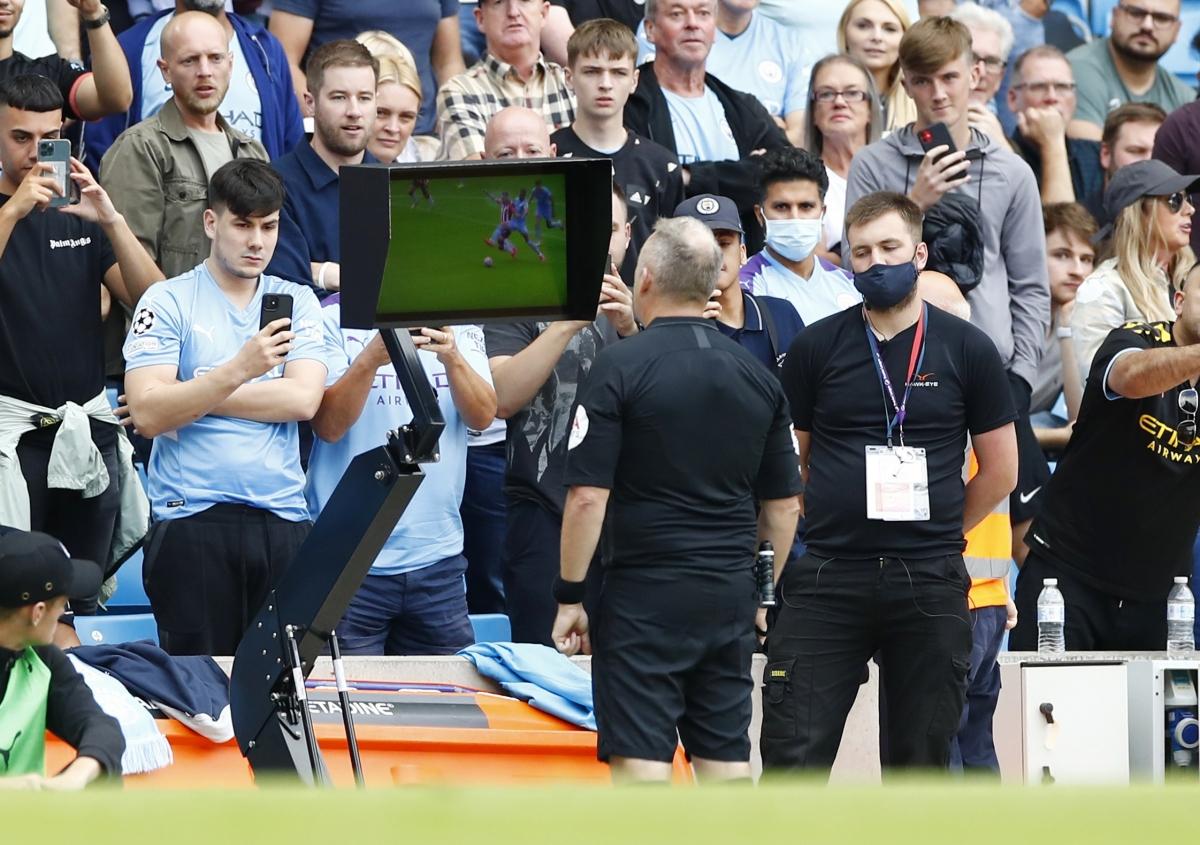 VAR là điểm nhấn trong trận hoà 0-0 giữa Man City và Southampton. (Ảnh: Reuters)