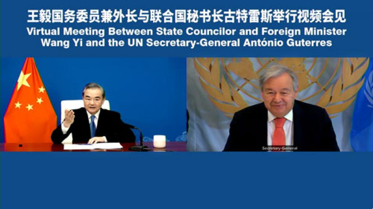 Ngoại trưởng Trung Quốc Vương Nghị gặp trực tuyến Tổng thư ký Liên Hợp Quốc Antonio Guterres. Ảnh: Bộ Ngoại giao Trung Quốc.