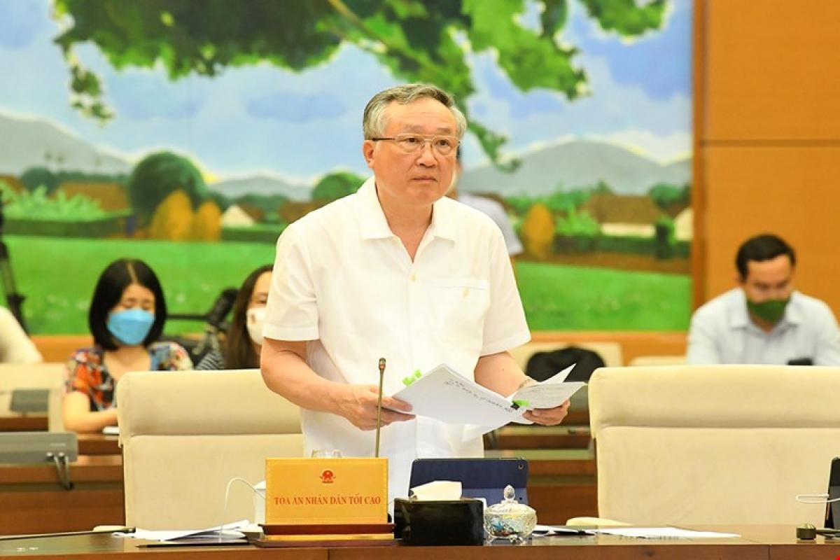 Chánh án Tòa án nhân dân tối cao Nguyễn Hòa Bình phát biểu tại phiên họp. Ảnh: Quốc hội