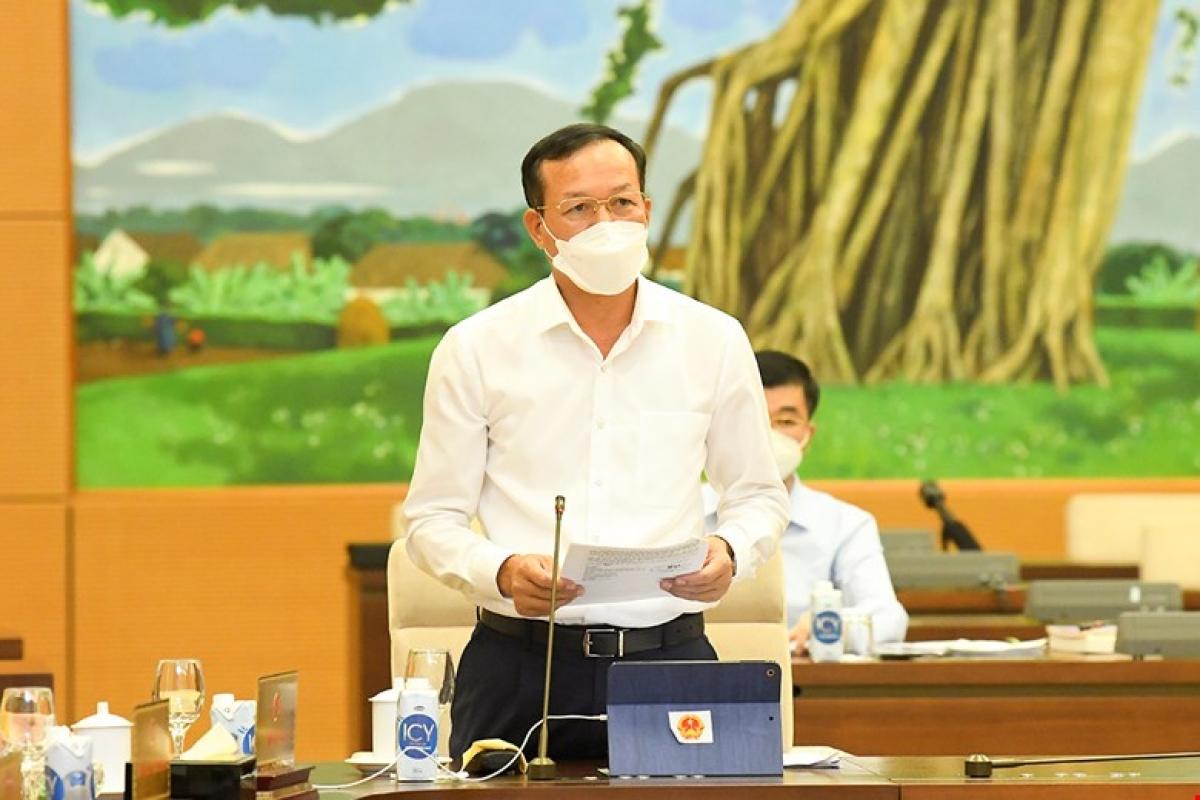 Phó Chánh án Tòa án nhân dân tối cao Nguyễn Trí Tuệ trình bày báo cáo. Ảnh: Quốc hội