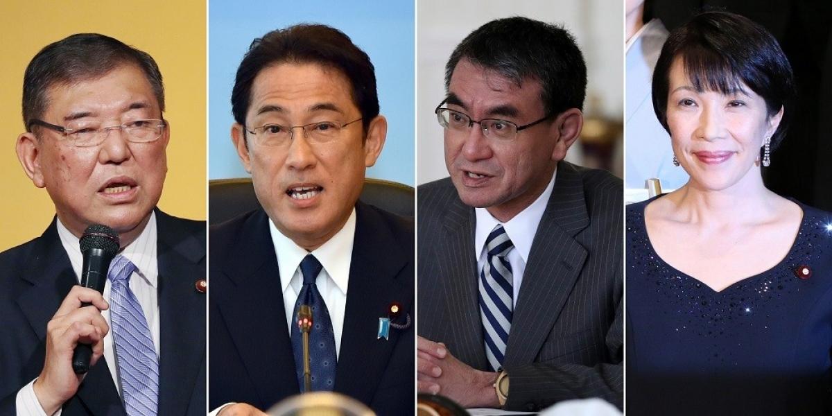 Ông Fumio Kishida (thứ hai từ trái) và ông Taro Kono (thứ ba từ trái) đang là ứng viên nặng ký cho vị trí Chủ tịch đảng LDP, bỏ xa ông Shigeru Ishiba và bà Sanae Takaichi. (Nguồn: EPA)