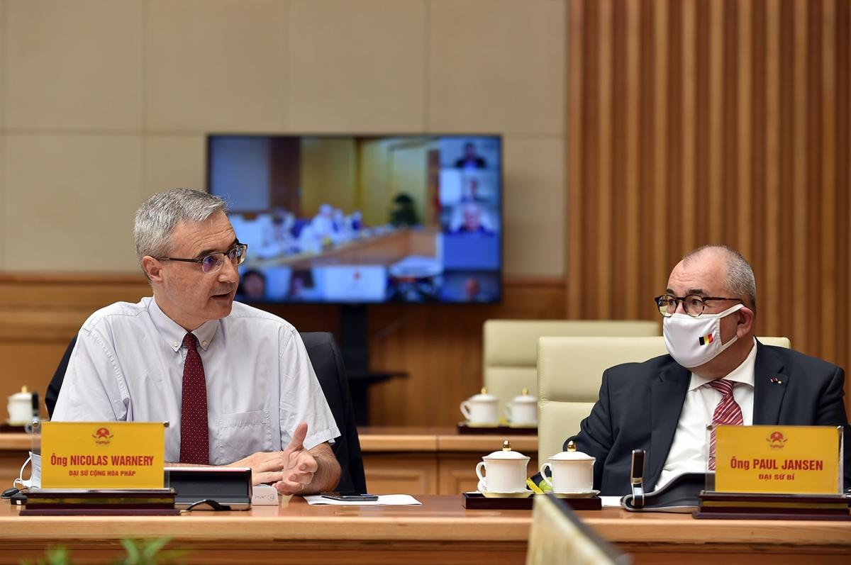 French Ambassador to Vietnam Nicolas Warnery speaks at the meeting. (Photo: VGP)