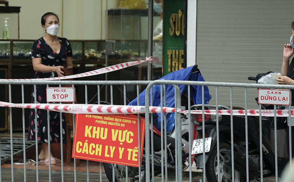 Khu vực phố Trần Nhân Tông - nơi phát hiện người đàn ông tử vong trong tư thế treo cổ