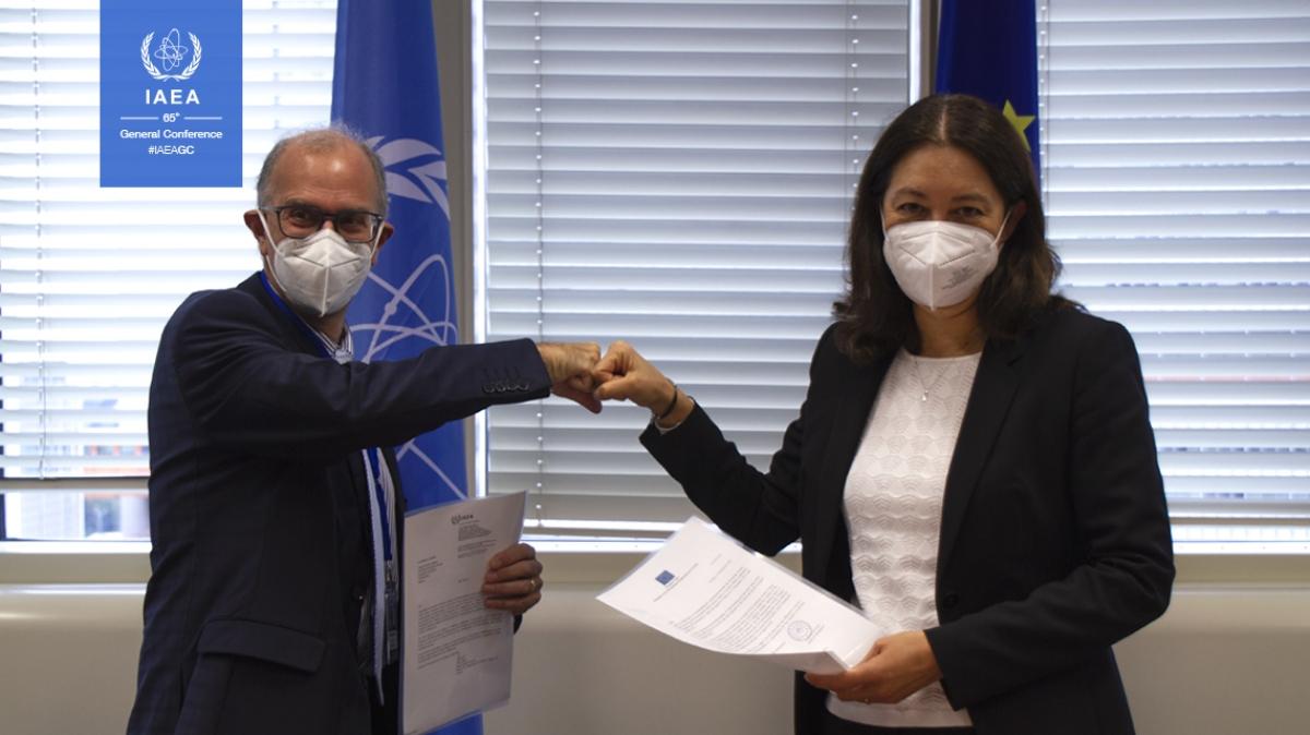 Ông Massimo Garribba, Phó Tổng cục trưởng Tổng cục Năng lượng của Ủy ban Châu Âu và bà Lydie Evrard, Phó Tổng Giám đốc IAEA kiêm Trưởng Ban An toàn và An ninh Hạt nhân.
