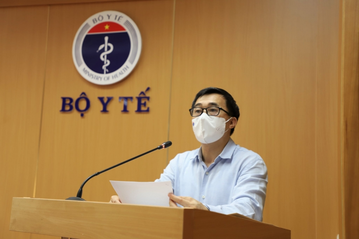 Deputy Minister of Health Tran Van Thuan addresses the event