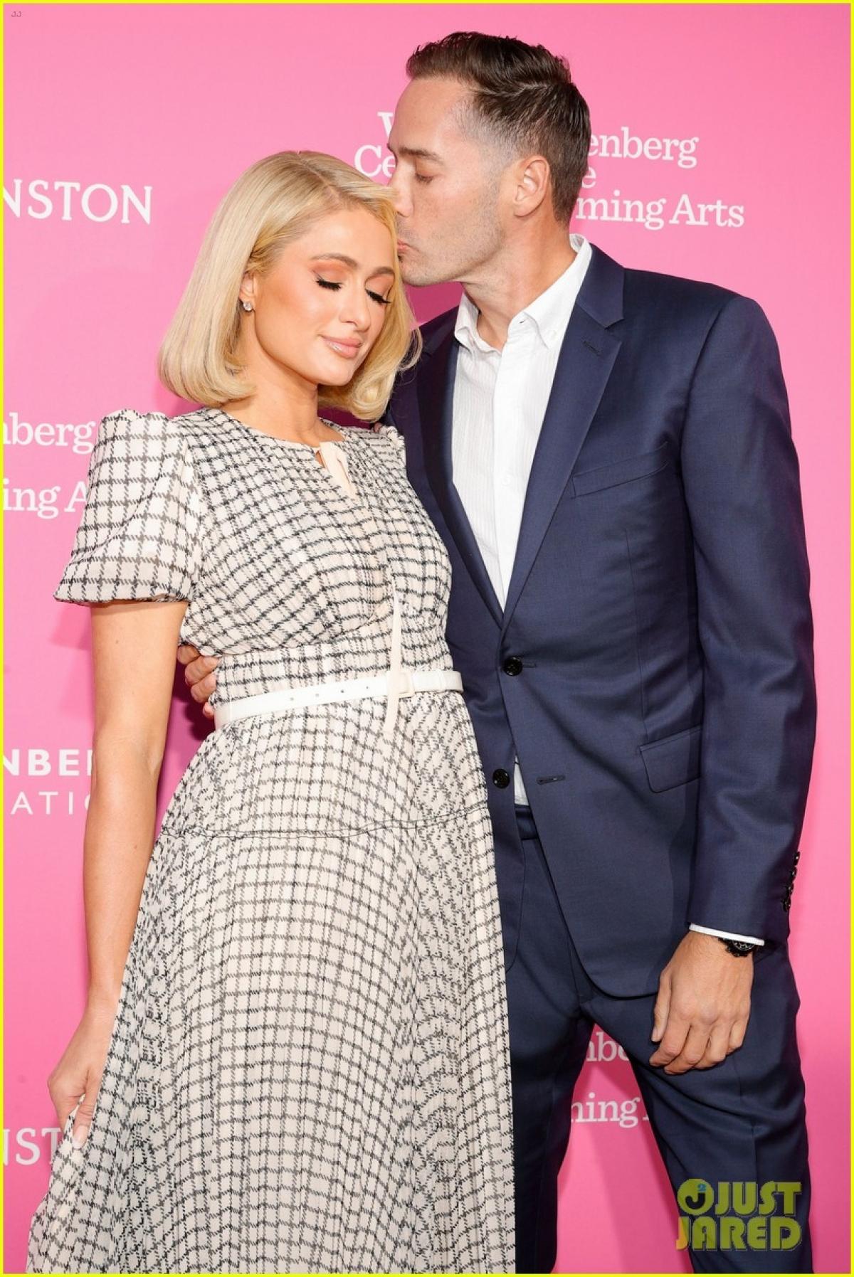 Paris Hilton và Carter Reum sánh đôi tình tứ khi tham dự sự kiện tại Trung tâm Biểu diễn Nghệ thuật The Wallis Annenberg ở Beverly Hills, California hôm 25/9.