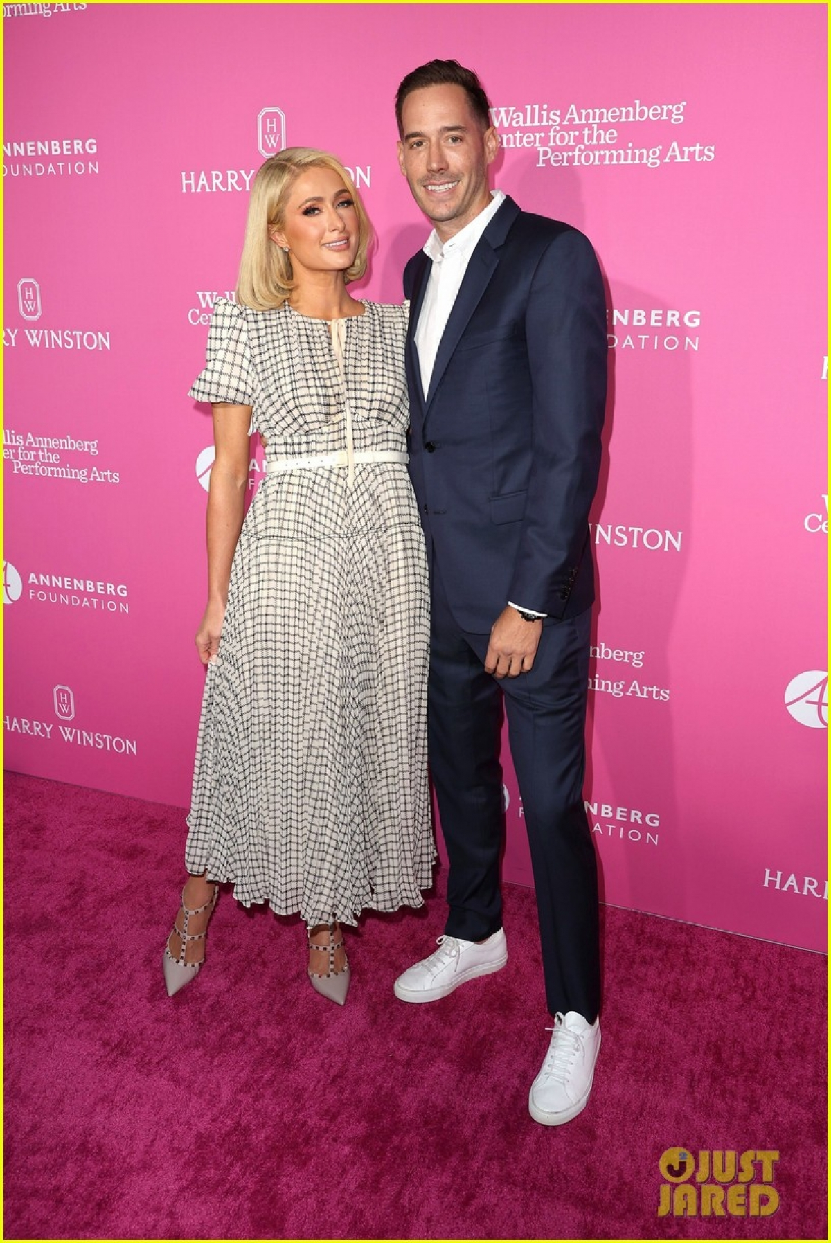 """""""Tôi rất háo hức cho việc làm mẹ. Tuy nhiên tôi chưa mang thai, tôi đang đợi đến sau đám cưới. Chiếc váy cưới đang được may và tôi muốn thật lộng lẫy và vừa vặn với nó"""" - Paris Hilton chia sẻ./."""