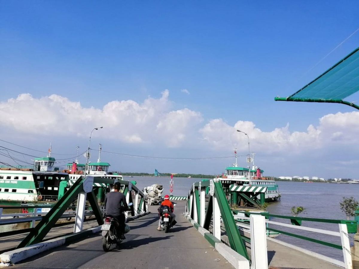 When operational, four new bridges in HCM City are expected toimprove traffic infrastructure and boost tourism and socio-economic development in the region.(Photo: plo.vn)