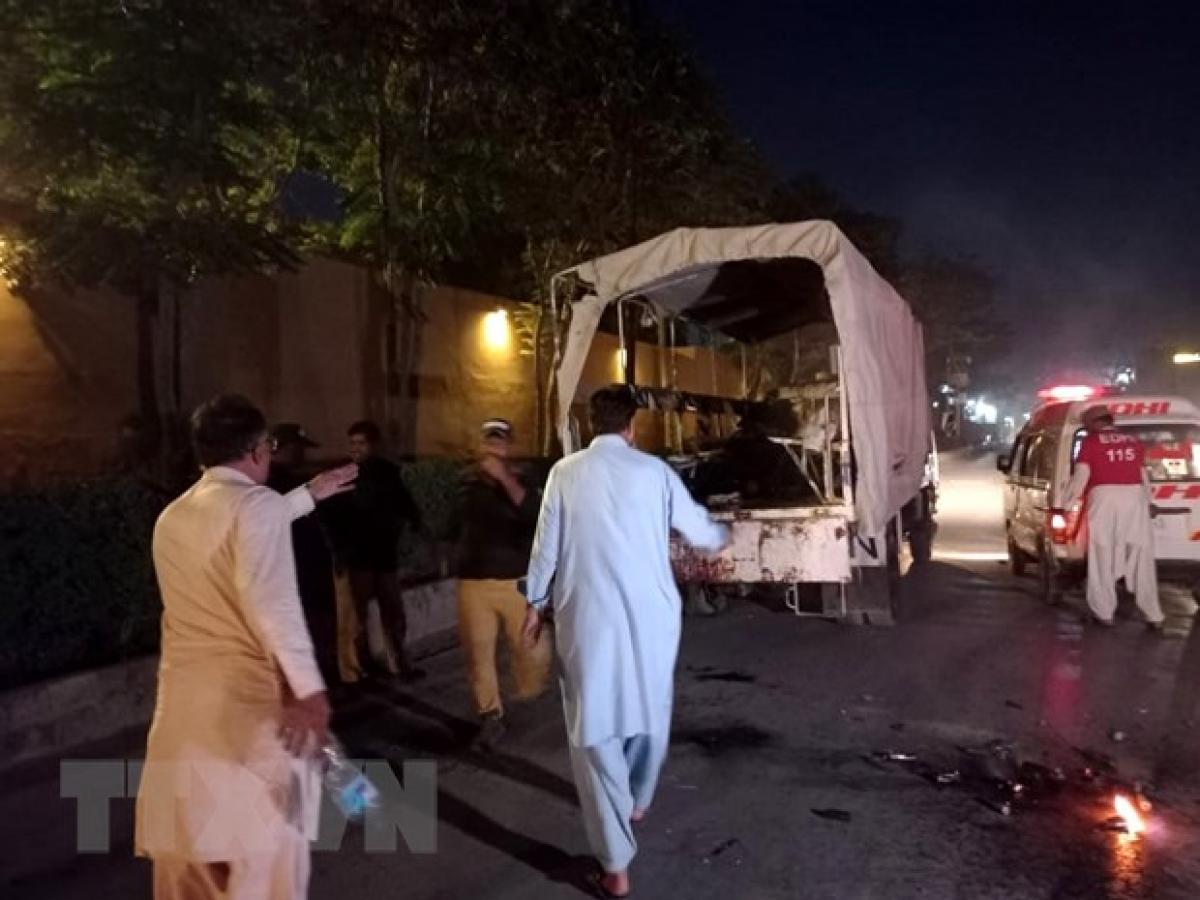 Lực lượng an ninh Pakistan điều tra tại hiện trường một vụ nổ ở Quetta, Pakistan, ngày 8/8/2021. Ảnh: THX/TTXVN.