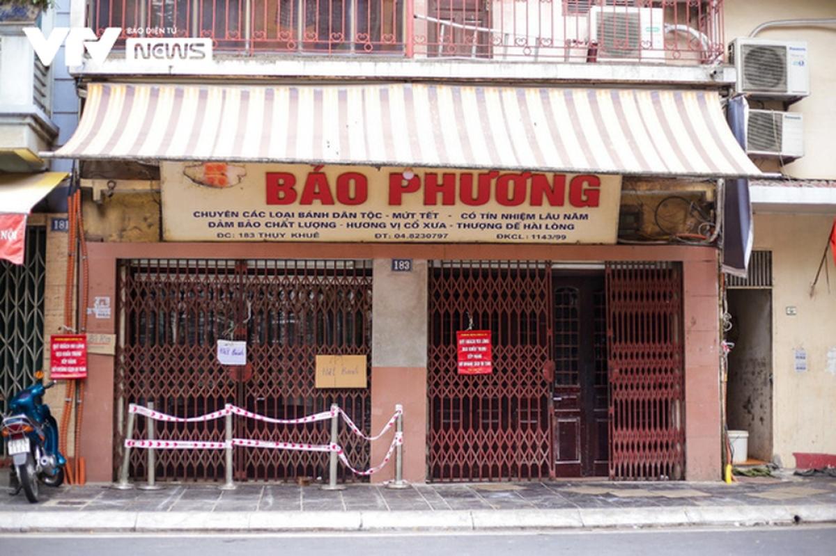 Cửa hàng bánh trung thu nổi tiếng Bảo Phương (Hà Nội) đang tạm thời phải đóng cửa vì chưa đảm bảo được quy định phòng, chống dịch. (Ảnh: VTV)