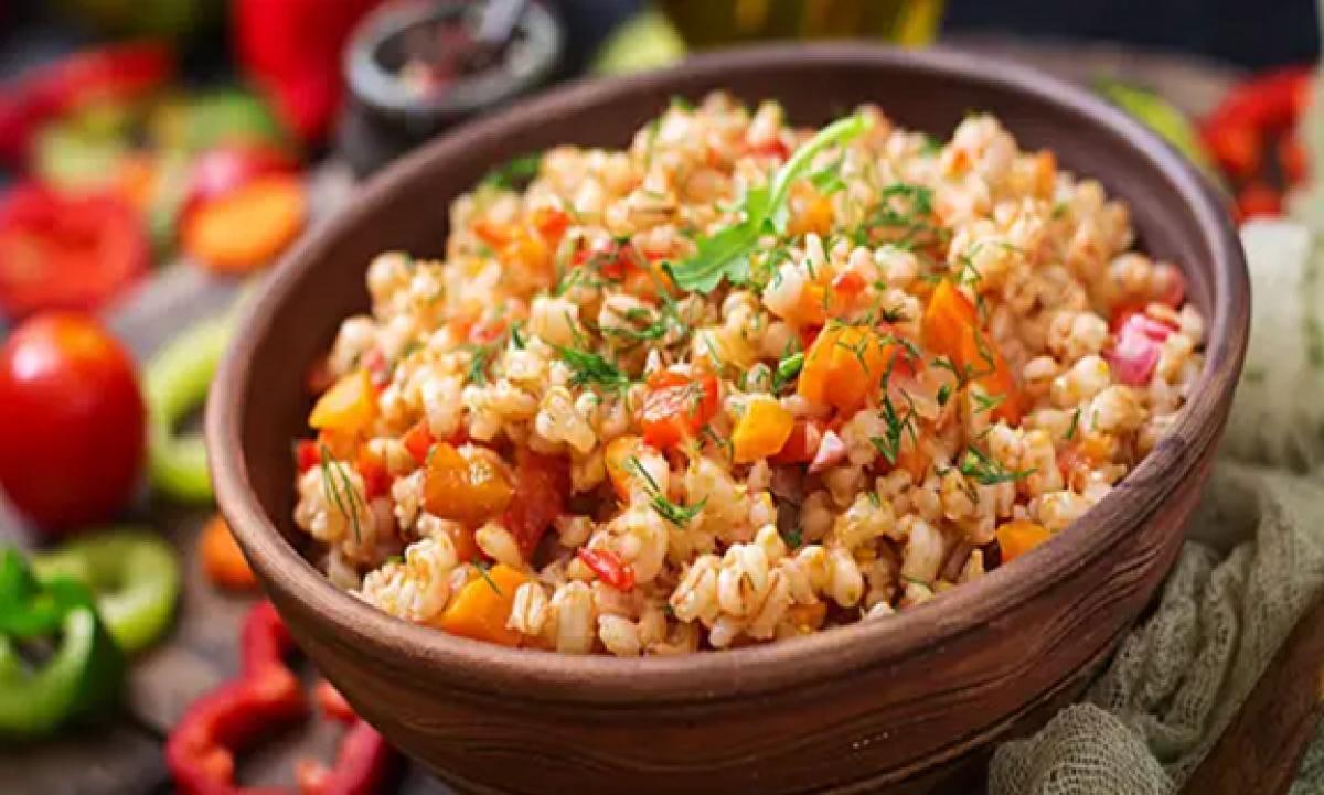 Một bát lúa mạch có vỏ chứa khoảng 31,8 g chất xơ.