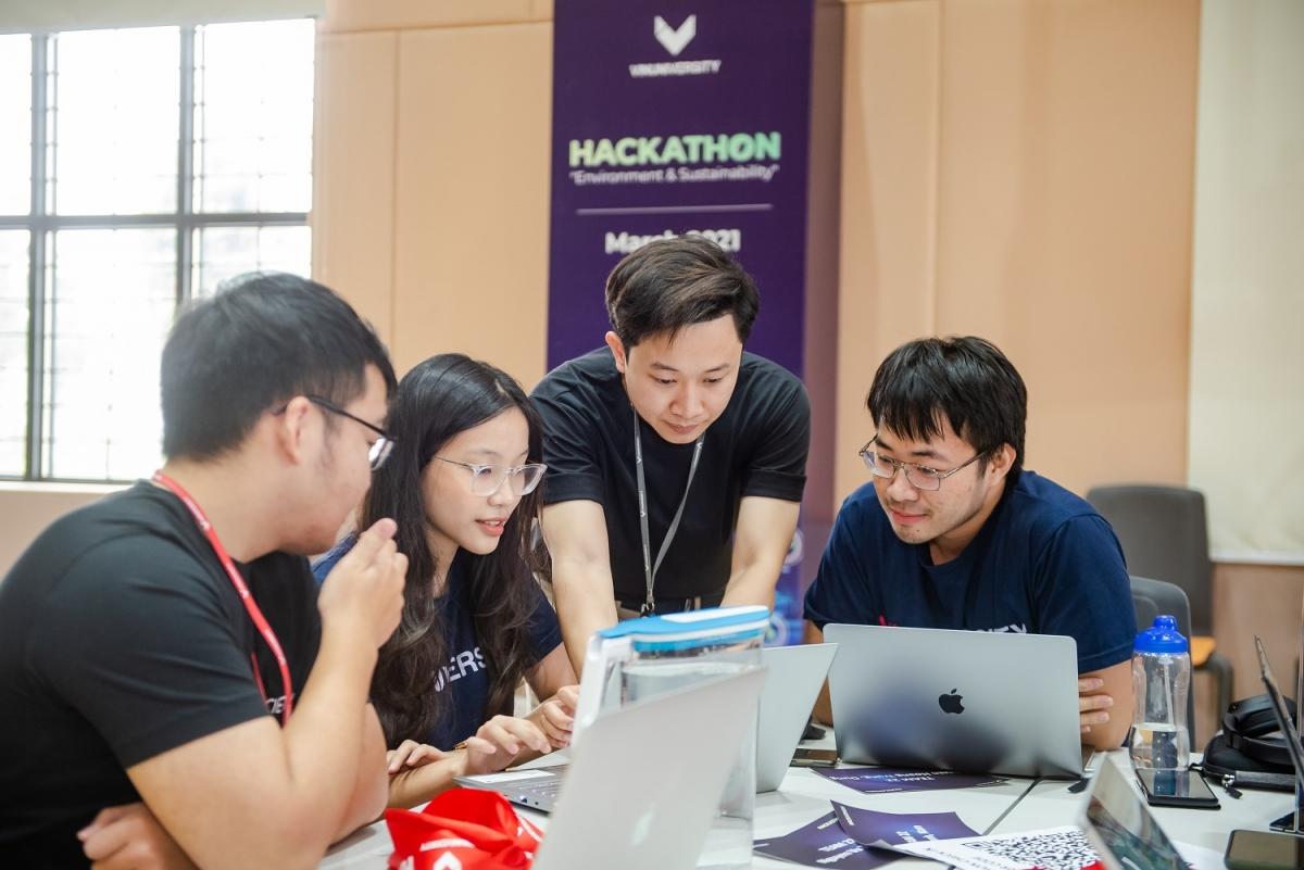 Sinh viên VinUni được truyền cảm hứng nghiên cứu khoa học, thúc đẩy tư duy kiến tạo giải pháp cho những vấn đề lớn của xã hội thông qua các cuộc thi Hackathon.