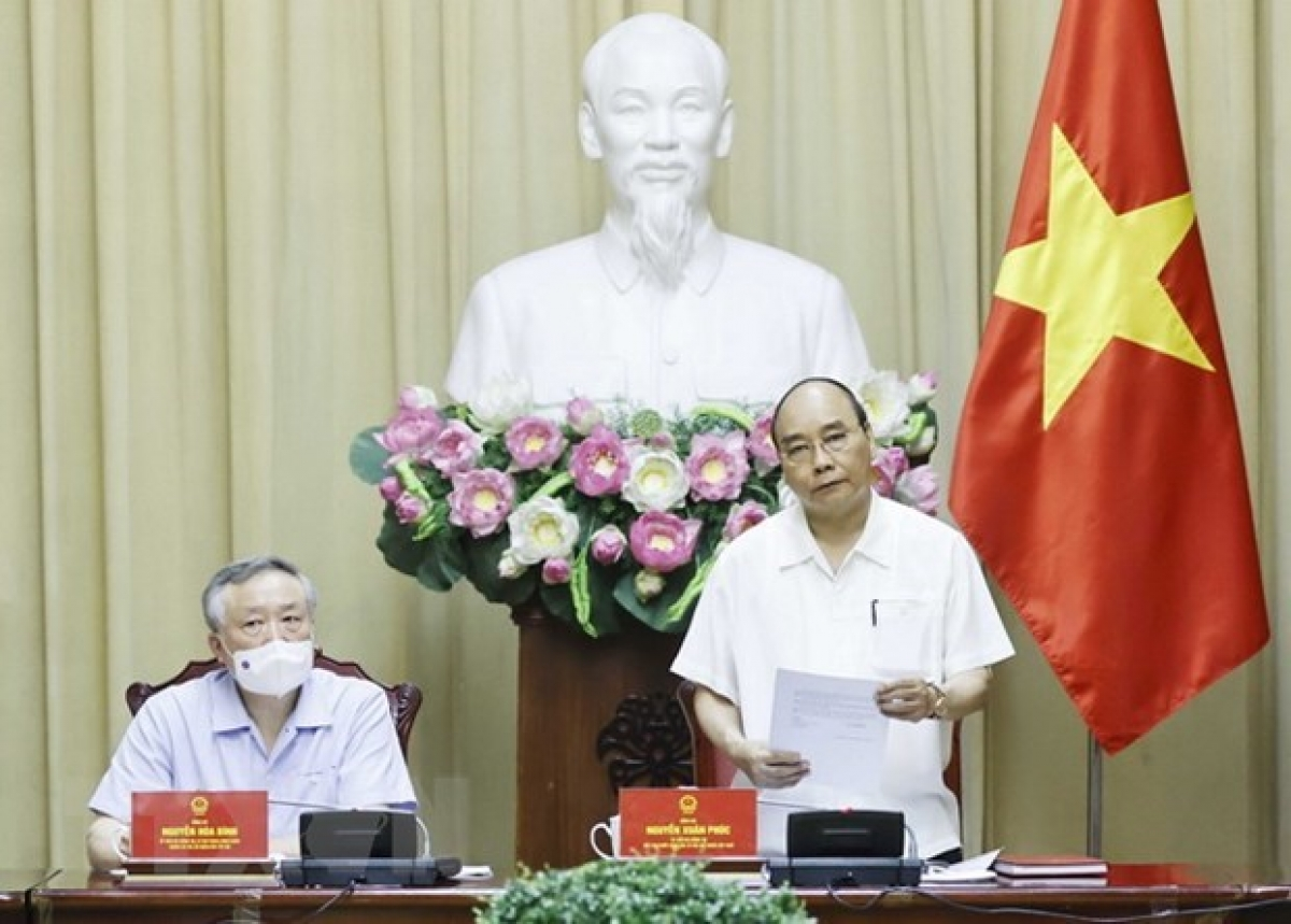 President Nguyen Xuan Phuc speaks at the working session.