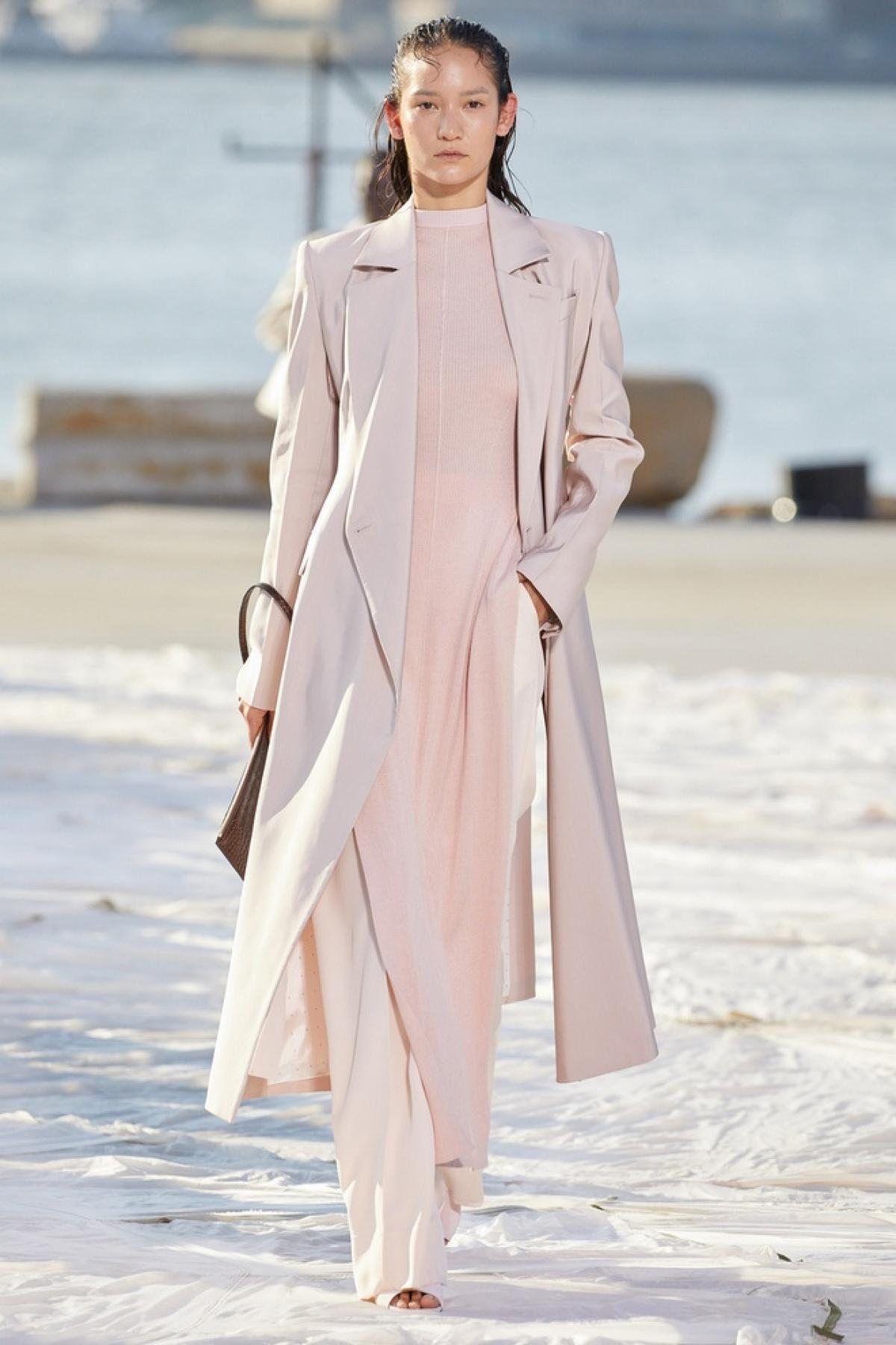 Áo dài được cách điệu trong thiết kế của Peter Do tại Tuần lễ thời trang New York.