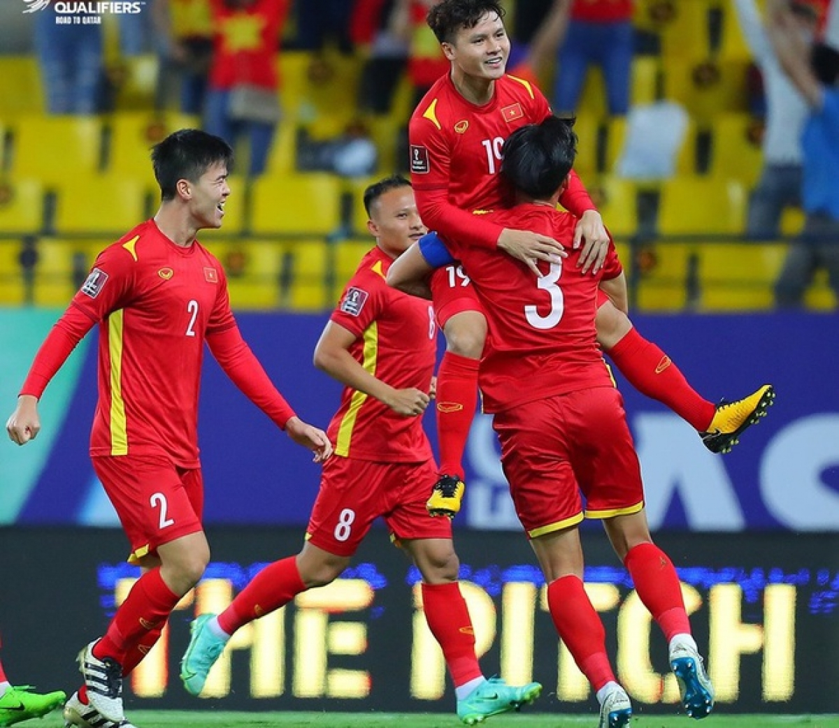 Midfielder Nguyen Quang Hai makes a sumptuous goal in the third minute, opening the scoreboardin the match against Saudi Arabia as part of World Cup qualifiers. (Photo: AFC)