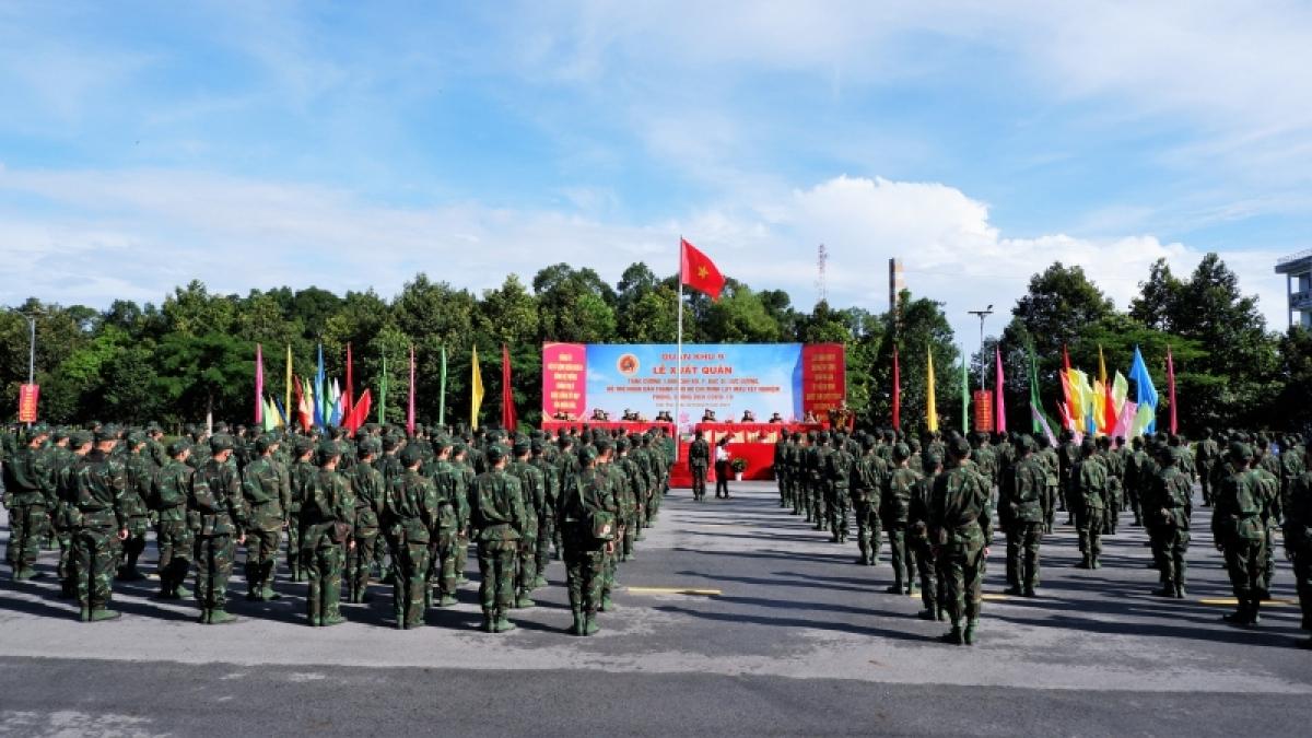 Đảng ủy, Bộ tư lệnh Quân khu 9 tổ chức lễ xuất quân hỗ trợ TP.HCM phòng, chống dịch Covid-19