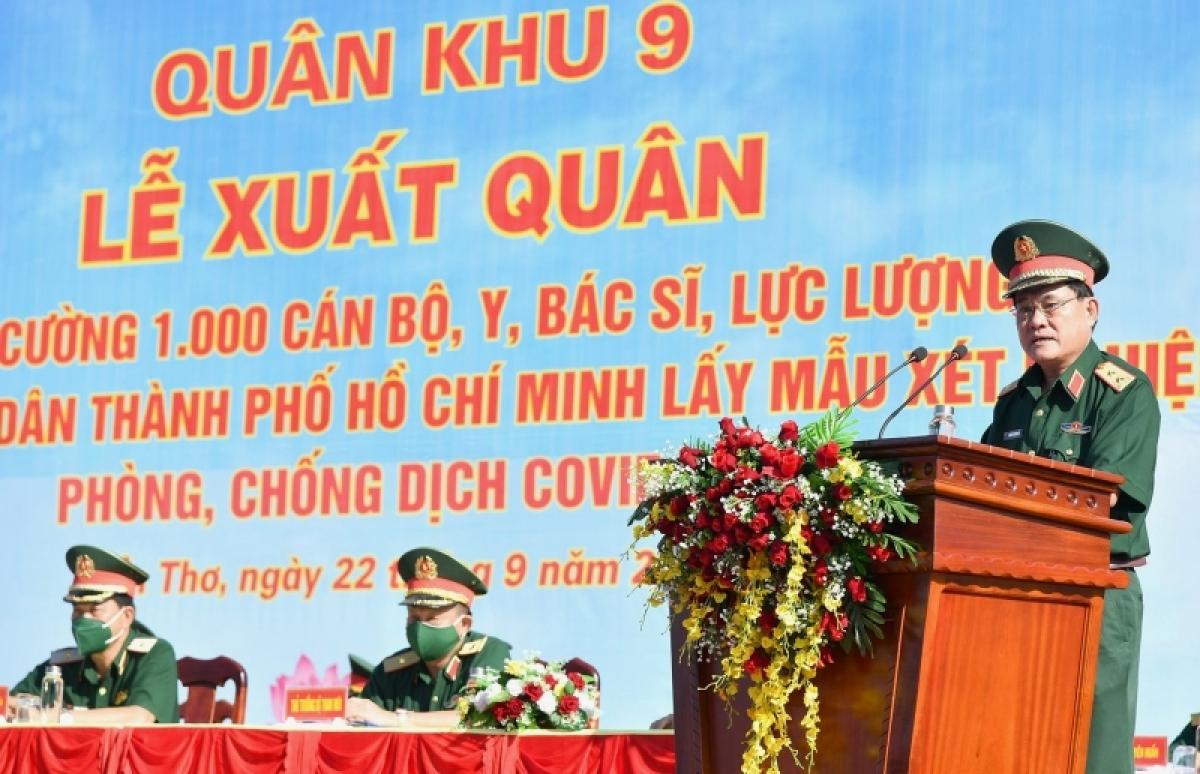 Trung tướng Nguyễn Xuân Dắt, Tư lệnh Quân khu 9 phát biểu tại buổi lễ