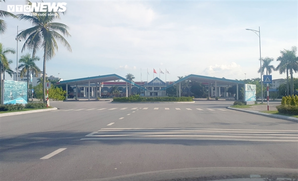 In contrast, key tourist sites such as Tuan Chau have received no tourists at all, except for security officers at work.