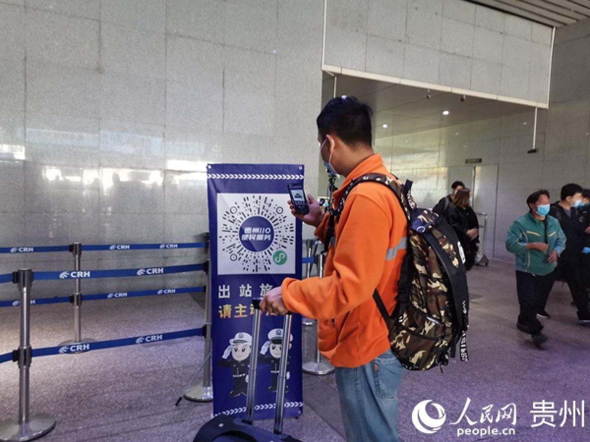 Quét mã sức khỏe QR giờ đây là yêu cầu bắt buộc khi di chuyển ở Trung Quốc.