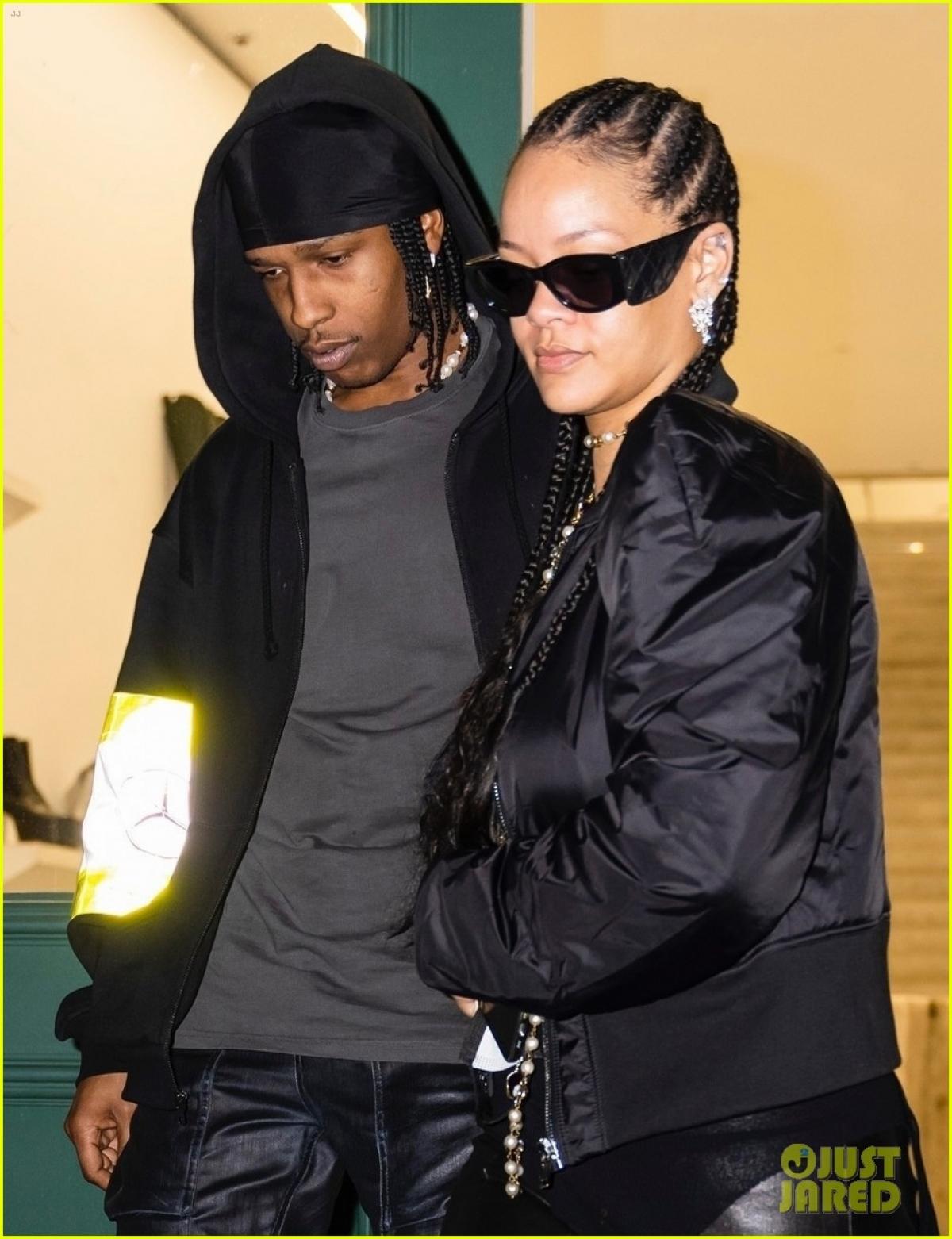Mới đây, Rihanna và A $ AP Rocky được nhìn thấy đi mua sắm tại cửa hàng Rick Owens ở New York.